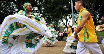 Con folclor moderno y urbano Quindío celebró el día mundial de la Danza