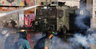 Policía chilena negó que agua lanzada contra manifestantes lleve tóxicos