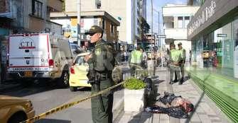 Hombre murió en un andén; ambulancias no llegaron a atenderlo