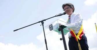 Claudia López asumió alcaldía de Bogotá defendiendo el derecho a la protesta social