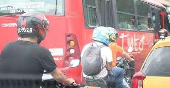 42 comparendos a motociclistas por transitar con pasajeros