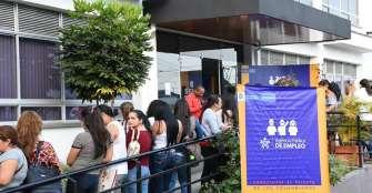 500 mujeres se postularon en la microrrueda de empleo en Armenia