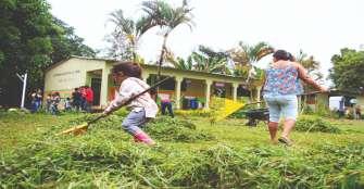 Niños, jóvenes y adultos, unidos para mejorar la escuela villa Oliva