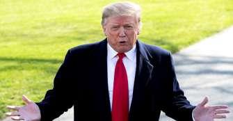 Trump se defiende en Twitter y arremete contra medios tras polémica