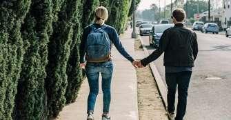 Existe una relación entre el estado de ánimo y visitar lugares diferentes
