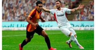 Falcao destaca y vuelve al gol con el Galatasaray, pero sale con una molestia