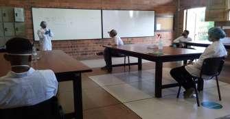 Estudiantes de La Gran Colombia ya practican en los laboratorios