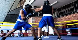 Imdera impulsa escuela de boxeo con Combatcenter y liga de Risaralda