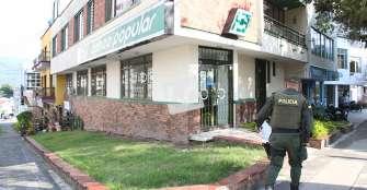 Banco Popular, sin seguridad privada; ladrones escaparon a pesar del operativo policial