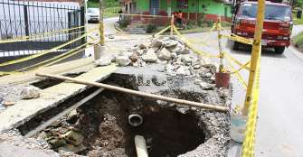 En el barrio Román de Filandia, alcaldía abrió un hueco para arreglar un hueco