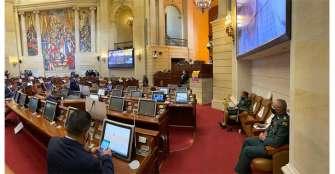 Congresistas exigen en debate renuncia del ministro de Defensa