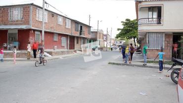 Sujetos dispararon  contra 2 jóvenes en el  barrio La Nueva Tebaida