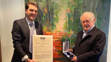 Luis Carlos Sarmiento A. recibió la  Orden al Mérito Líder de la Construcción