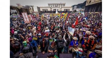 Miles de personas se suman a las protestas contra el gobierno