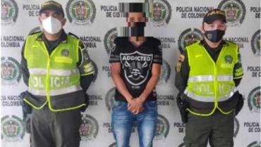 Motociclista que tiene suspendida la licencia por conducir ebrio, arrestado