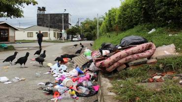 Piden 'mano dura' contra los que sacan las basuras a deshoras