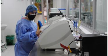 Laboratorio de la UQ comenzó a procesar pruebas de Covid-19