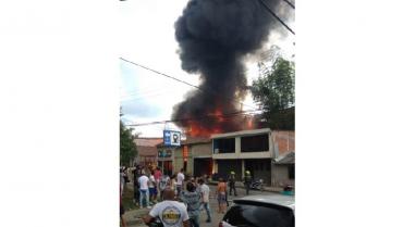 Incendio de grandes proporciones en almacén de velas de Quimbaya