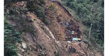Deslizamiento en kilómetro 38 Calarcá-Cajamarca deja paso a un solo carril
