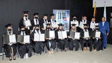 18-obreros-se-graduaron-como-bachilleres-con-el-apoyo-de-la-constructora-deltoro