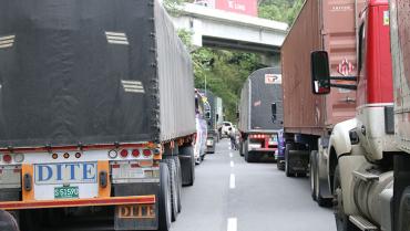 Deslizamientos en Bellavista provocaron restricciones en el tránsito vehicular por La Línea