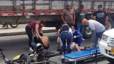 2 lesionados en accidente de tránsito en la vía La Tebaida-Armenia