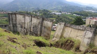 Muro amenaza a habitantes del Salvador Allende