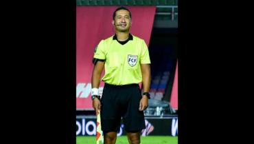 El árbitro quindiano Richard Ortiz recibió escarapela Fifa
