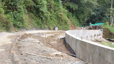 Carpeta asfáltica en Río Verde-Pijao se hará cuando se termine el muro de contención