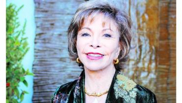 """Isabel Allende aplaude que """"la energía joven"""" haya vuelto al feminismo"""