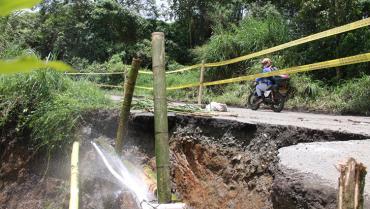 Habilitaron paso en vías quindianas cerradas por derrumbes, pero sigue la amenaza