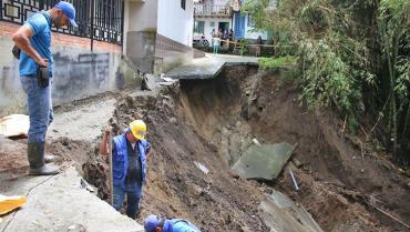 2 familias evacuadas y 2 viviendas en riesgo por deslizamiento en Circasia