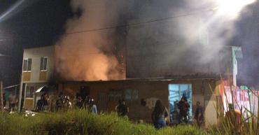 Incendio estructural en el barrio Villa Yolanda de Armenia