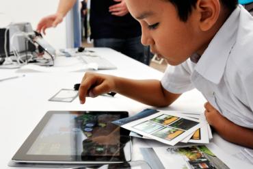 Los niños, convertidos en consumidores digitales sin derechos reconocidos