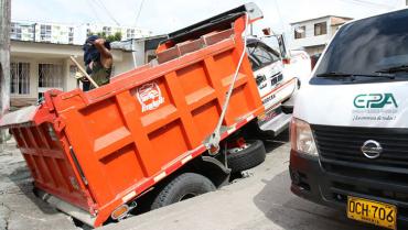 Volqueta causó hundimiento de la vía en El Poblado