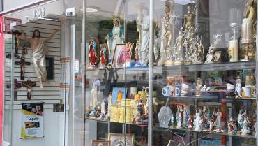 Las ventas de artículos religiosos también han tenido su 'viacrucis' por la pandemia