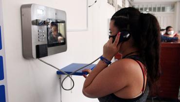 En Villa Cristina, internas se acercan a sus familias gracias a la tecnología
