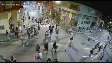 Desde un vehículo y con radioteléfono coordinaron a los infiltrados en las marchas