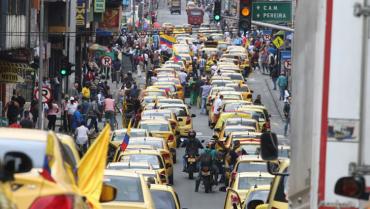 Taxistas protestaron contra la  reforma y la competencia desleal