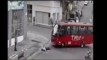 Ciudadana sobrevivió tras ser  atropellada por un bus en Armenia
