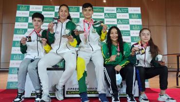 en-la-i-valida-nacional-de-badminton-quindio-cosecho-2-oros-2-platas-y-1-bronce