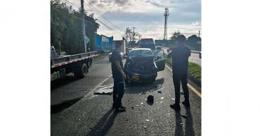 2 personas heridas en accidente de tránsito