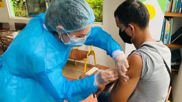 Mayores de 15 años ya se pueden vacunar contra la Covid-19