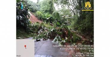 Vía principal a Buenavista, cerrada por deslizamientos