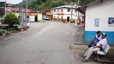 Quebrada Negra, sin vías ni centro de salud