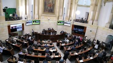 Sin oposición, con señalamientos de 'pupitrazo', reforma tributaria está más cerca de ser ley