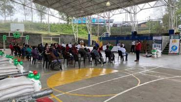 27 mujeres campesinas recibieron insumos para fortalecer huertos circulares