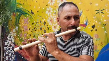 Jhon Henry Realpe y sus clases de música para la inclusión