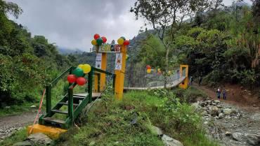 en-zona-rural-de-pijao-el-puente-lo-hizo-la-comunidad