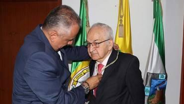 César Hoyos Salazar recibió el Cordón de Los Fundadores
